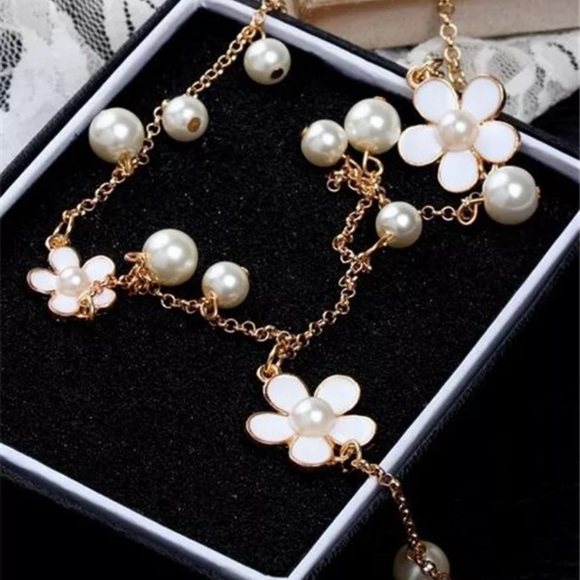 Jewelry - ⭐️NEW⭐️Long Pearl&Flower Gold Necklace